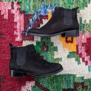 Cole haan black leather ankle booties chukkas 8